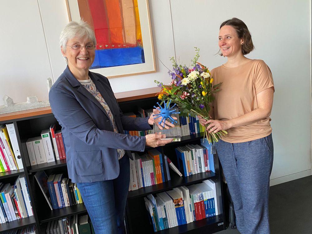 Heike Baehrens erhält den Politikpreis von Mareike Haase 2020